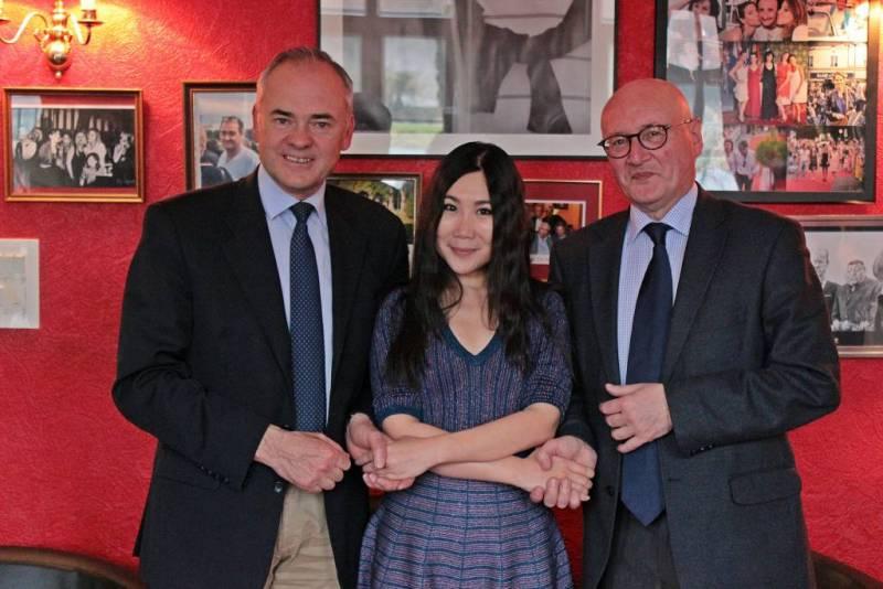 Jean-Jacques Gaultier, Yubai Zhang et Luc Gerecke.