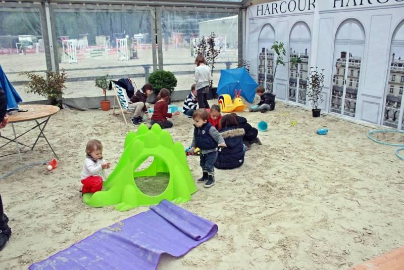 Pendant ce temps là, les enfants sont à la plage!