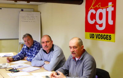 (Yves Kryloff, délégué du personnel du syndicat Métaux Vosges, Yves Paris, secrétaire général Métaux Vosges et Jean-Marie Liron secrétaire métallurgie Vosges)