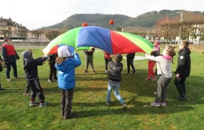 Activité physique lors du Parcours du Cœur scolaire.