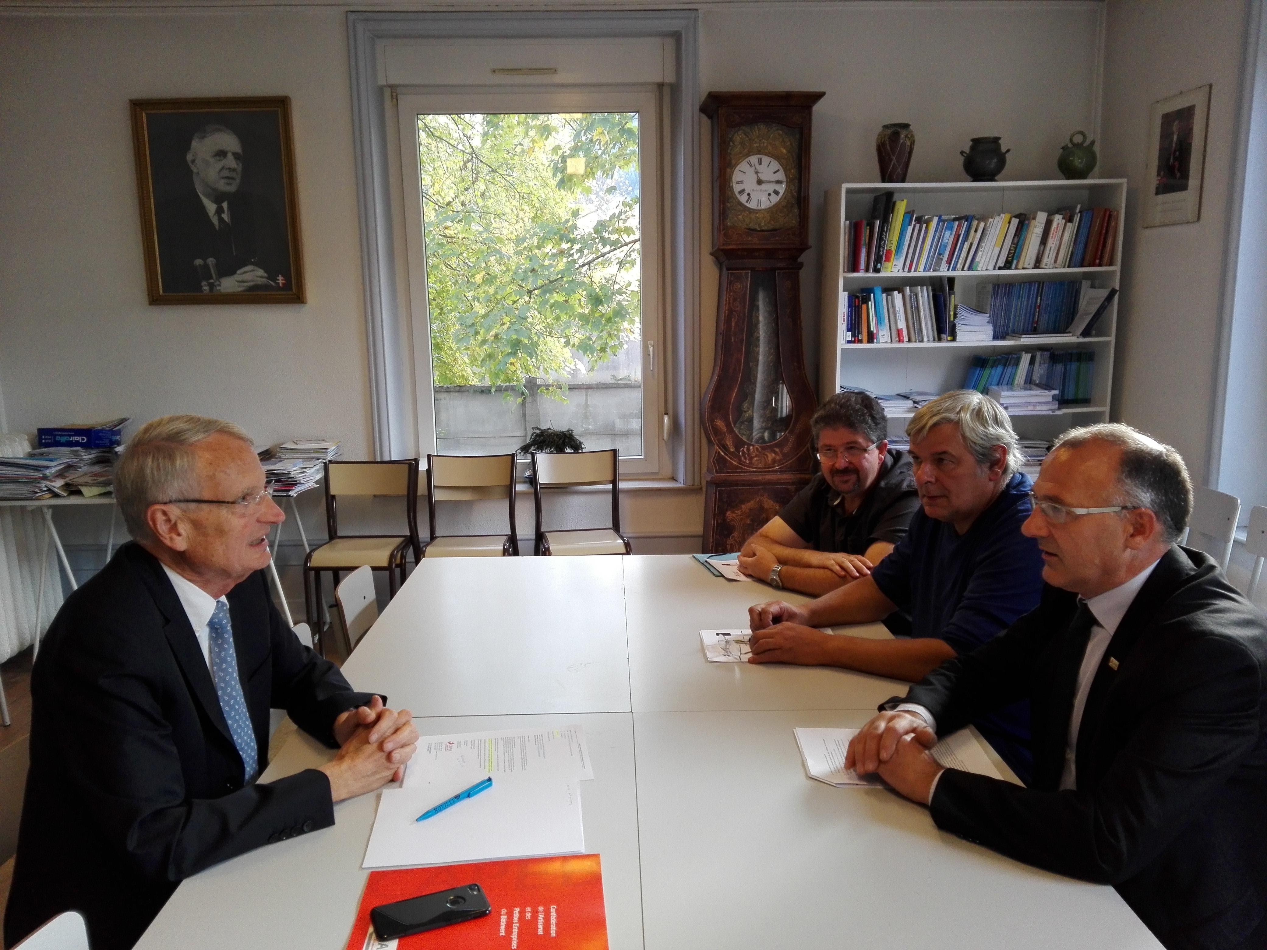 Le député de la seconde circonscription des Vosges Gérard Cherpion a rencontré hier jeudi des représentants de la CAPEB des Vosges.