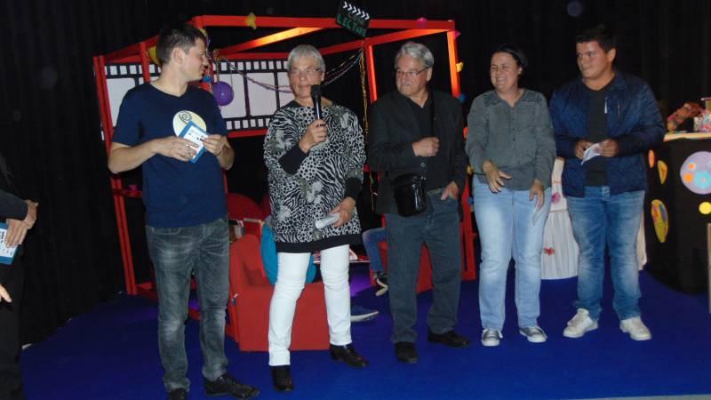 (de gauche à droite) Le responsable de la commission cinéma Loïc Moresi, Lydie Guillemin, Gilbert Poirot, Karine Bédez et Esteban, membre du CMJ de Gérardmer