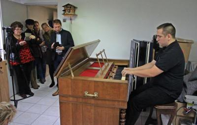 Victor Mangeol, facteur d'orgues et restaurateur d'harmoniums.
