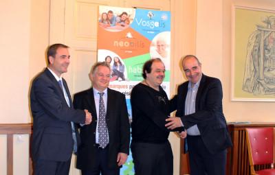 de gauche à droite) : Vincent Henneron (directeur général de Vosgelis et Neobilis), Yves Fontanaud (directeur général de Val d'Argent Habitat), Patrice Benoit (président de Val d'Argent Habitat) et Dominique Momon (président de Neobilis et vice-président de Vosgelis).