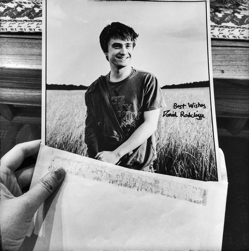 La photo dédicacée que Daniel Radcliffe a envoyé à Jeanne Lo le Noël suivant leur rencontre fortuite à Saint-Dié-des-Vosges. (Crédit photographique compte Instagram de Chloé Vollmer-Lo)