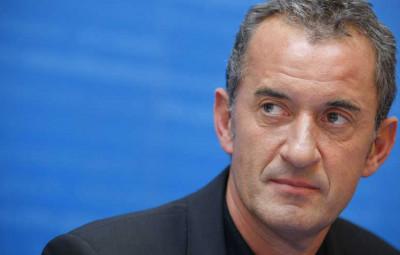 """©Thomas PADILLA/MAXPPP - Paris FRANCE 23/11/2009 ; CONFERENCE DE PRESSE POUR LE LANCEMENT DE L' OPERATION """" SORTEZ COUVERTS """" DANS LES UNIVERSITES. LE PRESERVATIF EST PROPOSE A 20 CENTIMES D' EUROS. EN PRESENCE DE CHRISTOPHE DECHAVANNE, PARRAIN DE L' OPERATION. (MaxPPP TagID: maxnewsworld796823.jpg) [Photo via MaxPPP]"""
