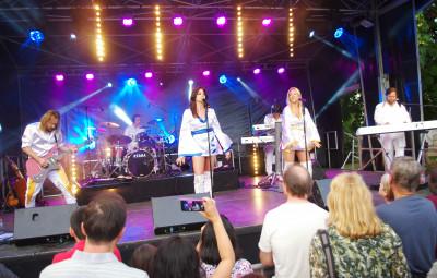 Le groupe Tribute Abba for Ever a fait revivre les plus grands succès de la formation mythique suédoise.