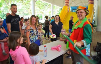 Les enfants ont pu repartir avec une sculpture en ballon.