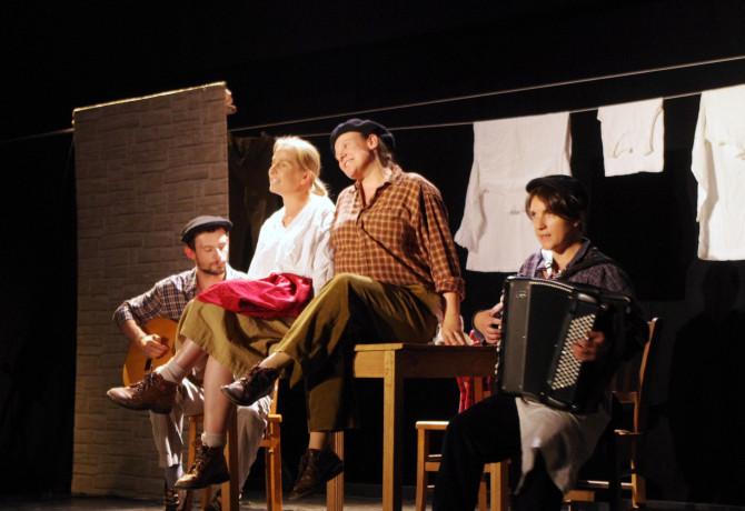 Un spectacle proposé par la troupe des Joli(e)s Mômes.