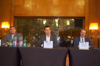 Franck Perry, maire de Vittel, David Valence (au centre), vice-président de la région Grand est en charge des transports, et Jacques Weill de la SNCF.