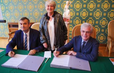 Signature de la convention entre la mairie et la fondation du patrimoine pour la 3e tranche de la rénovation de la galerie thermale.