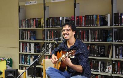 L'artiste brésilien, Rafa Goulart, a ravi le public de ses chansons.