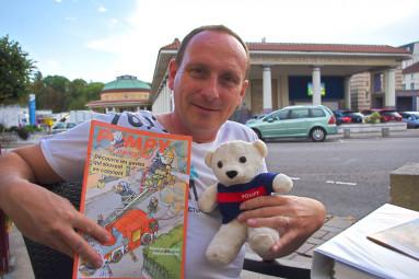 """Stéphane Poinsot, auteur du livre de coloriage """"Pompy le pompier"""" pour apprendre les gestes qui sauvent."""