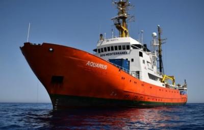 (credits photo http://www.france-petitions.com/petition/618/l-aquarius-le-navire-de-l-ong-pro-migrants-sos-mediterranee-doit-etre-saisi)