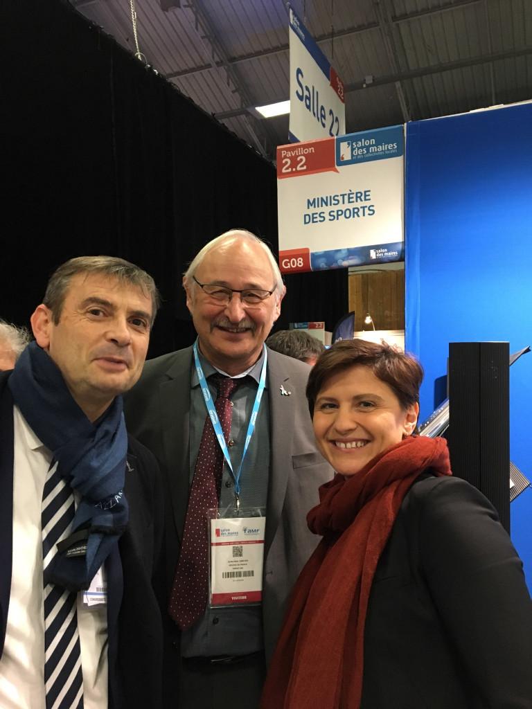 La ministre des sports, Roxana Maracineanu, aux côtés du vice-président de la région Grand Est en charge des sports, Jean-Paul Omeyer, et du maire de Vittel, Franck Perry (à gauche).