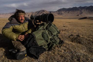 Vincent Munier, photographe animalier et engagé, lors d'une expédition. (Crédit photographique © JMT)