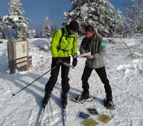 Jean-Michaël Choserot (à droite), lors des opérations de sensibilisation sur la tranquillité de la faune sauvage durant la saison hivernale, que j'ai mené en 2017-2018. (Crédit photographique Cyril Gérard).