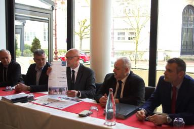 Luc Le Borgne (au centre)