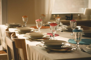 dining-table-710040_1920-800x533