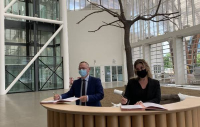 Jean-Marc Huart, recteur de l'académie de Nancy-Metz et de la région académique Grand Est et Chiara Parisi, directrice du Centre Pompidou-Metz, ont signé ce jeudi 28 mai une convention de partenariat.