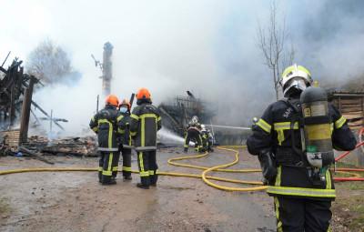 fresse chalet flammes Pompiers