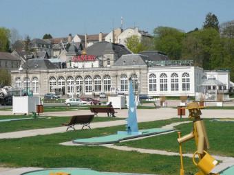 P1110727_Casino_et_minigolf_Contrexeville